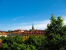 Rote Dächer und blauer Himmel Lizenzfreie Stockfotografie
