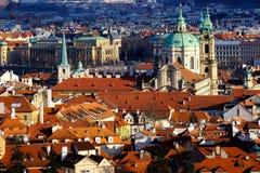 Rote Dächer von praghia Stockbild