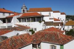 Rote Dachspitzen von Obidos Stockbild