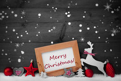 Rote Dekoration, frohe Weihnachten, Schnee, Gray Background, spielt die Hauptrolle Stockbild