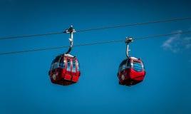 Rote Drahtseilbahnen Stockfotografie