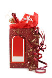 Rote Einkaufstasche mit lockigen Farbbändern Stockbild