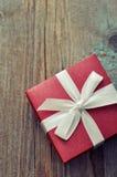Rote elegante Geschenkbox Stockfotografie