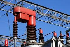 Rote elektrische Komponente in einem Kraftwerk, zum automatisch sich zu unterscheiden lizenzfreie stockfotos