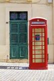 Rote englische Telefonzelle lizenzfreie stockfotos