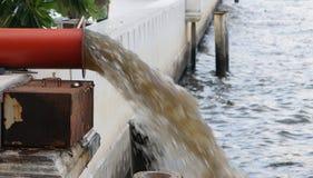 Rote Entwässerung Stockfoto