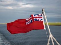 Rote Fahne auf Schiff Stockfotografie
