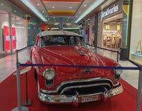 Rote Farbe Ford Victorias 1954 lizenzfreie stockfotografie