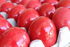 Rote farbige Eier Stockbild