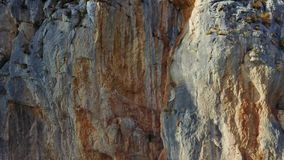 Rote Felsen auf Insel Kräften stock video