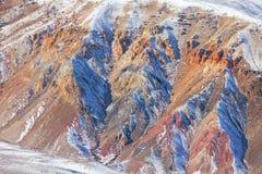 Rote Felsen bedeckt mit Schnee I Stockfoto