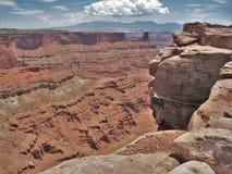 Rote Felsen-Klippen der Schlucht fasst Erholungsgebiet ein Stockbild