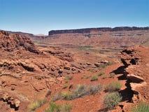 Rote Felsen-Klippen der Schlucht fasst Erholungsgebiet ein Stockfotografie