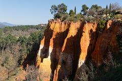 Rote Felsen in regionalem Park Luberon Lizenzfreies Stockfoto