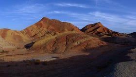 Rote Felsen und blauer Himmel stockfotos