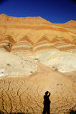 Rote Felsen und Schatten des Fotografen lizenzfreie stockfotografie