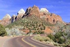 Rote Felsenschlucht und Berge, Zion National Park, Utah Stockfoto