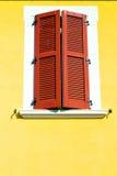 Rote Fenster varano borghi Paläste Italien Stockfotografie