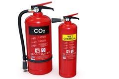 2 rote Feuerlöscher, CO2 und nass Chemikalie stockfotografie