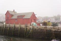 Rote Fischenbretterbude in Rockport, MA lizenzfreies stockfoto