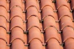 Rote Fliese Dach Stockbild