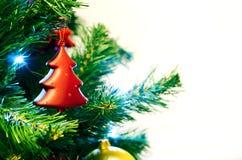 Rote Flitterform des Weihnachtsbaums Stockfotografie