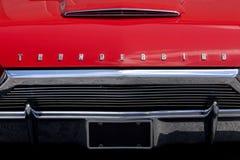Rote Ford Thunderbird Car-Haube mit Lichtern Lizenzfreie Stockfotografie
