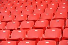 Rote Fußballsitze Lizenzfreies Stockfoto