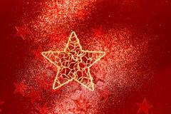 Rote Funkelndekoration mit großem goldenem Stern Stockfotos