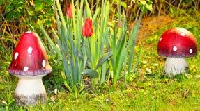 Rote Gartendekoration Lizenzfreies Stockbild
