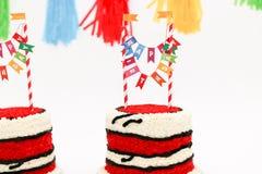Rote Geburtstagskuchen für Zwillinge Lizenzfreies Stockbild