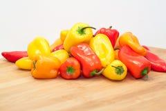 Rote gelb-orangee Pfeffer Lizenzfreie Stockfotos