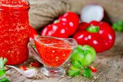 Rote Gemüsesoße Adzhika Lizenzfreies Stockfoto