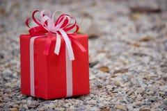Rote Geschenkbox Lizenzfreie Stockfotos