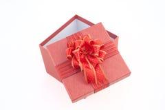 Rote Geschenkbox auf weißem backgroud für guten Rutsch ins Neue Jahr Lizenzfreies Stockfoto