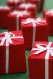 Rote Geschenke stockbilder
