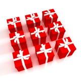 Rote Geschenkkästen ordentlich angeordnet Lizenzfreies Stockbild