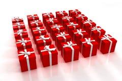 Rote Geschenkkästen ordentlich angeordnet Stockfotografie