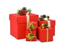 Rote Geschenkkästen Weihnachten Neues Jahr lokalisierung Lizenzfreie Stockfotografie