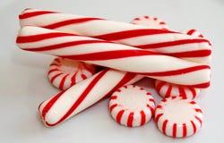 Rote gestreifte Pfefferminz Weihnachtssüßigkeit, Makro Lizenzfreies Stockfoto