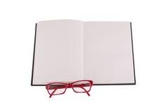 Rote Gläser gesetzt auf Notizbuch, das Bild mit dem Platz für Ihren Text Stockbilder
