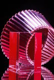 Rote Glasschüssel und Würfel Lizenzfreie Stockfotografie