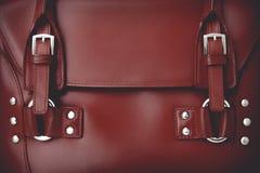 Rote glatte weibliche Ledertasche Lizenzfreie Stockfotos
