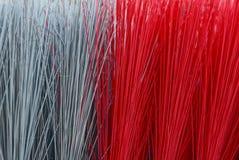 Rote graue Beschaffenheit von langen Borsten auf der Bürste Lizenzfreies Stockfoto