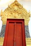 Rote hölzerne Tür lizenzfreies stockfoto