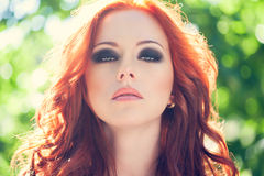 Rote Haarfrau lizenzfreies stockbild