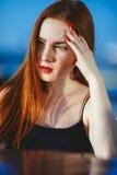Rote Haarfrau des Porträts Lizenzfreie Stockfotografie