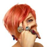 Rote Haarfrau mit Ringen Stockfotografie