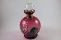 Rote handgemalte Glasparfümflasche Stockfotografie