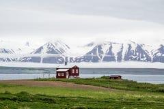 Rote Hausfjorde Nord-Island, Winterzeit Stockfotografie
